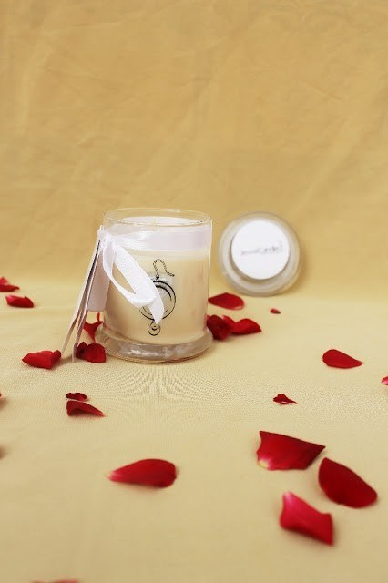aromatic coconut candle